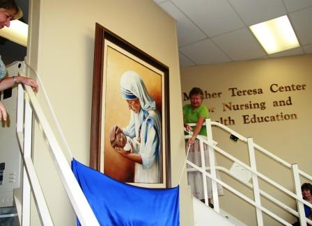 10. Painter Dawn Gardner and Mother Teresa's nurse Sister Veronica Daniels, OSB, unveil the painting Blessed Teresa of Calcutta commissioned by Benedictine College president Stephen and Amy Minnis for Benedictine College's Mother Teresa Center for Nursing